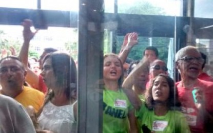 Manifestantes fazem protesto durante visita de Eduardo Cunha a Natal, mas o debate houve