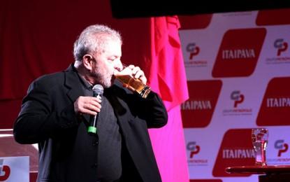 DEPOIS DE ALGUNS GOLES DE CERVEJA: Mais uma boa de Lula