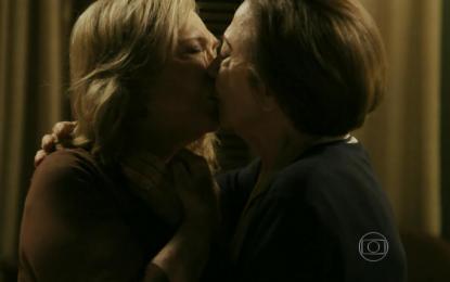 GLOBO CENSURA A NOVELA BABILÔNIA: Fernanda Montenegro e Nathalia Timberg não vão mais se beijar ou trocar carícias