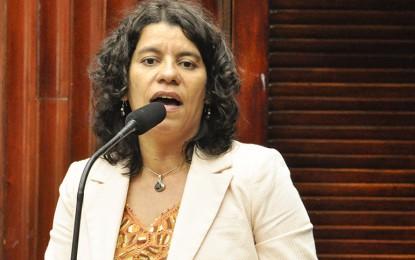 Estela defende aliança com PT e cobra pedido de desculpas de Eduardo Cunha