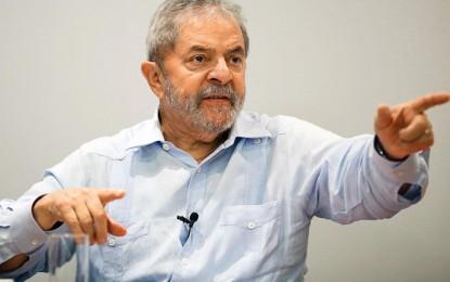 Lula diz que manifestantes ainda vão se 'ajoelhar aos pés de Dilma'