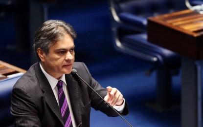 """SENADOR CÁSSIO MASSACRA DILMA: """"Ela perdeu aquilo que é essencial para quem governa. Perdeu credibilidade e autoridade"""""""