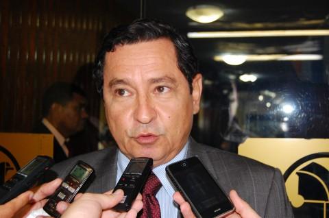 O deputado Anísio Maia cobrou do TCE a liberação da construção do Shopping Pátio Intermares