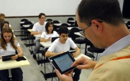 Governo do Estado vai repor descontos de professores quando plano de aulas for apresentado