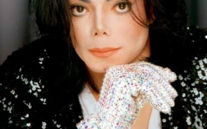 VEJA VÍDEO: sapatos de Michael Jackson usados para fazer primeiro 'moonwalk' vão a leilão