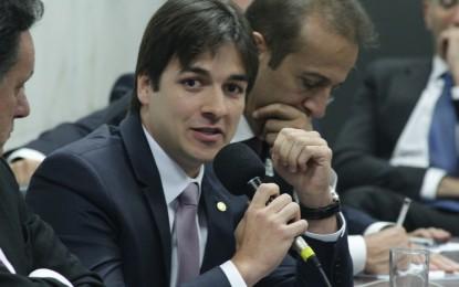 Metido a liberal, Pedro Cunha Lima pede reembolso de mais de R$ 15 mil em combustível à Câmara; percorrendo, em tese, 31.500 km em 8 meses