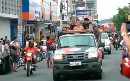 REPERCUSSÃO NACIONAL: Folha de São Paulo – PMs fazem 'desfile' de presos com carro aberto no sertão da Paraíba