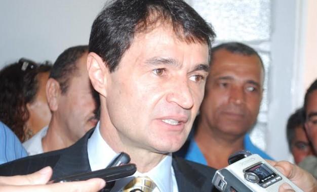 Teria Romero Rodrigues cogitado deixar o PSDB ou declaração seria blefe para ver se candidatura vinga?