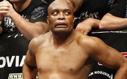Anderson Silva sugere que torcedor peça dinheiro do UFC Rio de volta