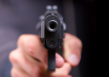 Travesti acusada de roubar cliente é baleada por ele durante programa sexual em João Pessoa