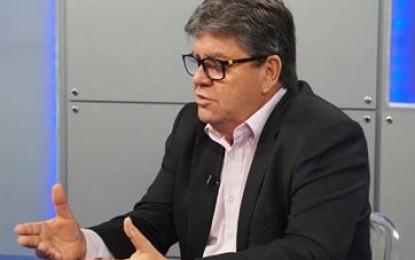 João Azevêdo anuncia lançamento de edital do concurso do Magistério para abril e divulga número de vagas por disciplina