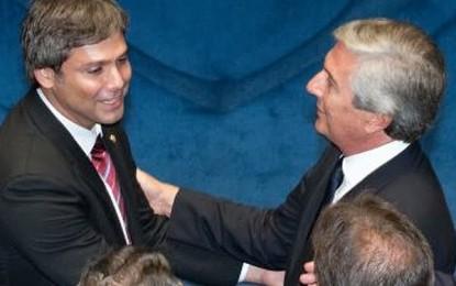 VEJA COMO VOTOU CADA SENADOR: Dos 13 senadores que votaram pela liberdade de Delcídio estavam o paraibano Lindenberg Farias e Color de Melo