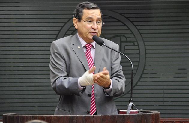 Subserviência de Jackson Macedo a Ricardo Coutinho afasta Anísio Maia da ALPB