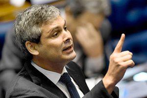 'O Temer é um bosta', diz Lindbergh Farias durante evento, na Paraíba