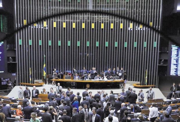 Câmara alcança quórum de 342 deputados para votar denúncia contra Temer