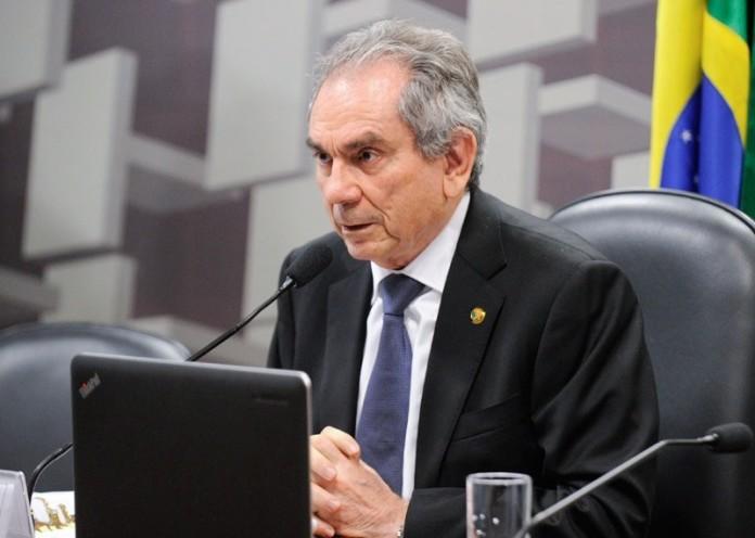Senador Raimundo Lira abre mão de pré-candidatura à reeleição