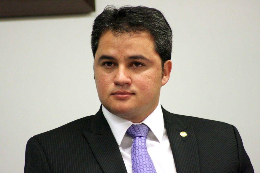 Deputado federal Efraim Filho fala sobre investimentos na saúde e educação