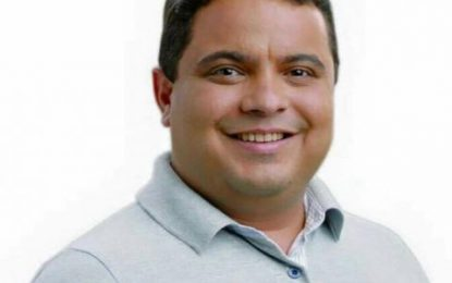 """Carlinhos do Adesivo convoca população para cobrar melhorias na Praça do Chafariz: """"Vamos pedir para o prefeito abraçar essa ideia"""""""