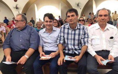 CASAMENTO POLÍTICO: Romero, Raimundo e Rômulo pedem benção a Santo Antônio