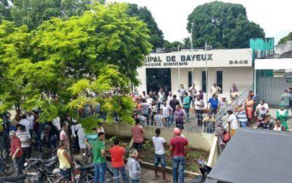 População protesta e confusão marca sessão extraordinária na Câmara Municipal de Bayeux