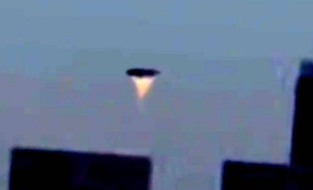Suposto OVNI é registrado sobrevoando o céu de Los Angeles
