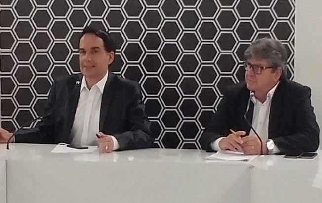 João Azevêdo assume postura de candidato, critica Cartaxo e defende OS na Educação