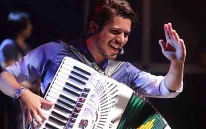 CONFUSÃO JUNINA: Prefeito paraibano cobra devolução de cachê e acusa cantor de não cumprir contrato assinado