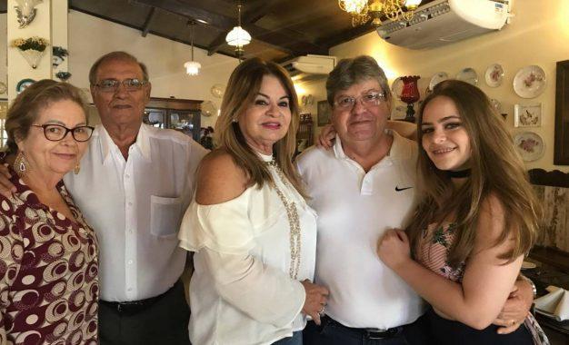 CLIMA DE FESTA: João Azevedo aproveita datas especiais ao lado de familiares
