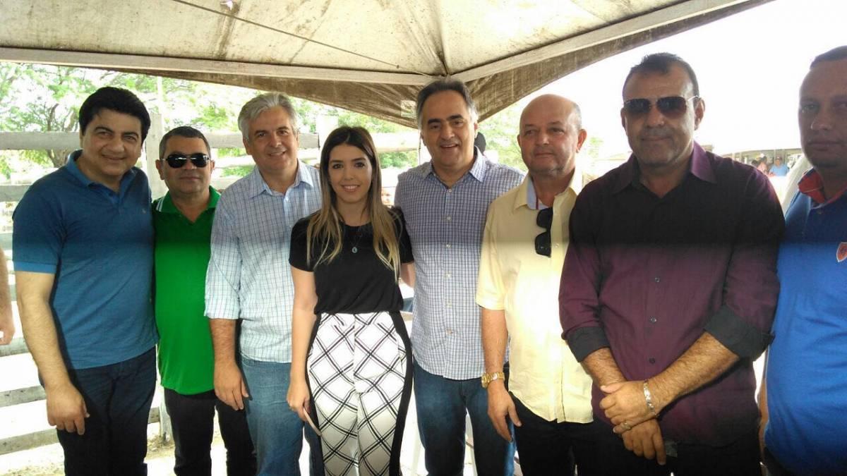 Prefeito Luciano Cartaxo faz visita a Monteiro e conhece o Centro de Comercialização de Animais