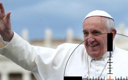 Papa questiona fé de cristãos que consultam horóscopos e cartomantes