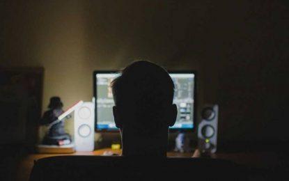 Após ameaças de divulgar conteúdo íntimo, homem é preso por 'estupro virtual'