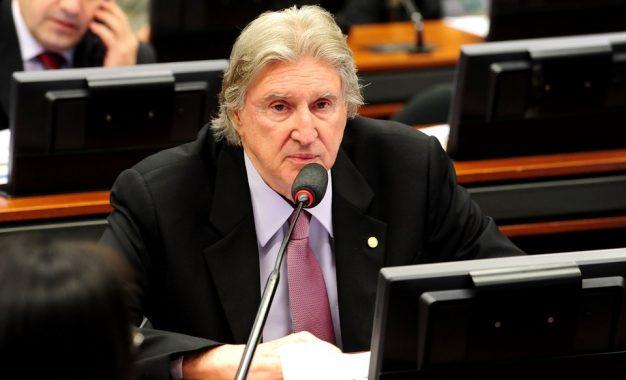 'Eu estou com Bolsonaro', diz cantor e deputado Sérgio Reis