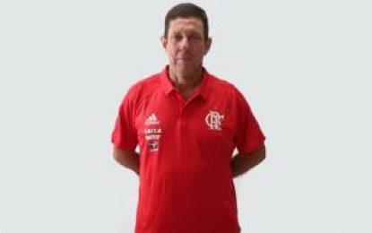 Preparador de goleiros do Flamengo é alvo de críticas da torcida nas redes sociais