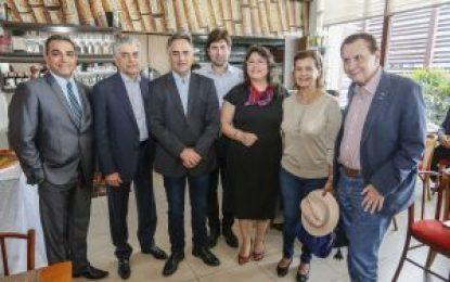 Prefeito Luciano Cartaxo recepciona ministro do Turismo e jornalistas do setor