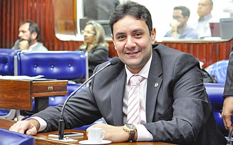 Rei das licenças: Jullys Roberto é um dos deputados mais sumidos na ALPB