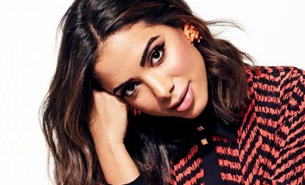 VEJA VÍDEO: Em cima do trio elétrico, Anitta dá bronca em ladrão de celular