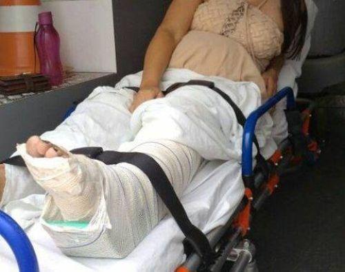 Mulher grávida e filha de oito anos sofrem acidente de moto