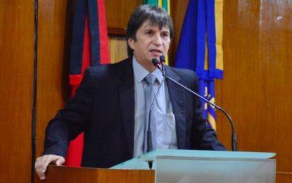 Janduhy Carneiro diz que enquanto aumenta impostos e combustíveis os salários são congelados