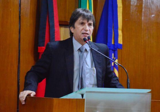 Deputado Janduhy Carneiro lamenta insegurança no estado e diz que policiais trabalham com coletes vencidos