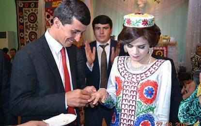Noiva triste chama atenção em fotos de casamento