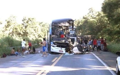 Grave acidente com ônibus que saiu de Cajazeiras deixa mortos e feridos; imagens são chocantes