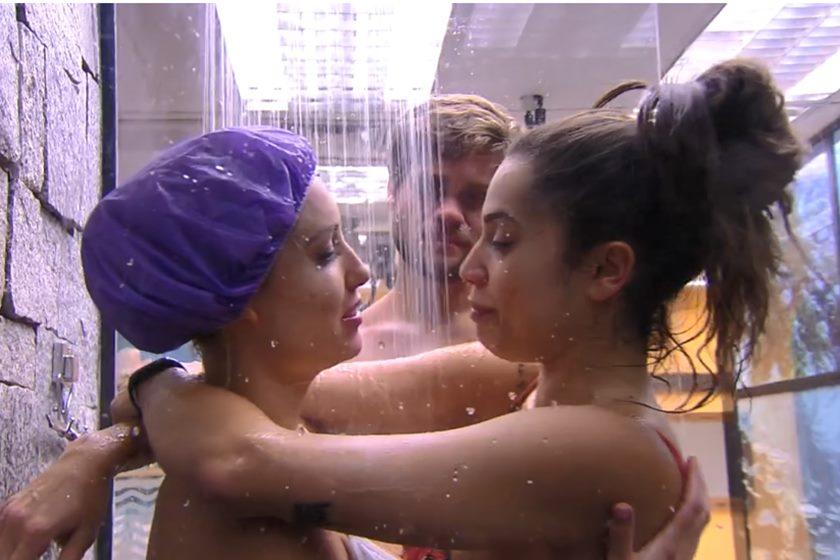 DE LÍNGUA – Jéssica e Paula se beijam no chuveiro- Veja o momento