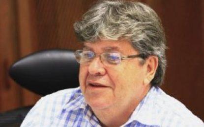 """""""O prefeito se negou aceitar um convênio de R$ 1 milhão para pavimentar a cidade"""" – diz João Azevêdo sobre investimentos na cidade de Pombal"""