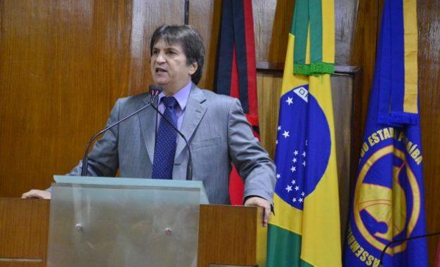 Deputado Janduhy Carneiro afirma que criação da guarda militar para ex-governador é ilegal e imoral