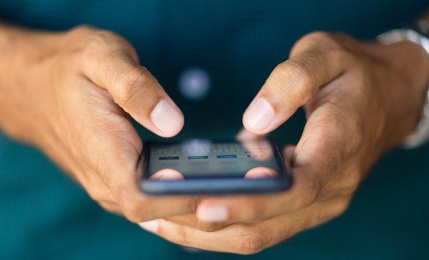 Linhas de telefone móvel superam número de habitantes na Paraíba