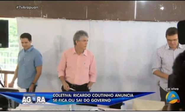 Ricardo Coutinho chega a coletiva onde anunciará se fica no governo