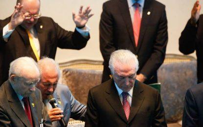 """Em Brasília, Temer pede aos evangélicos: """"Orem por mim e pelo governo"""""""