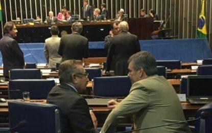 Em Brasília Maranhão e Cássio tem conversa 'ao pé do ouvido' e especulações de união da oposição voltam a tomar forma