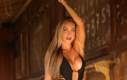 Noiva de Latino posta foto sensual com maiô recortado e deixa seguidores babando, veja