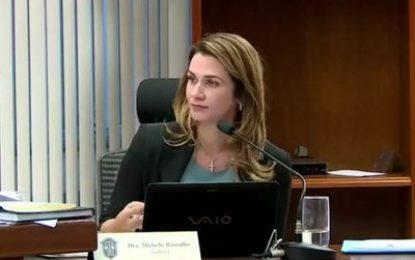 Advogada Michelle Ramalho protocola candidatura para presidência da FPF